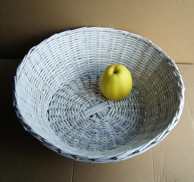 koszyk z gazet biały