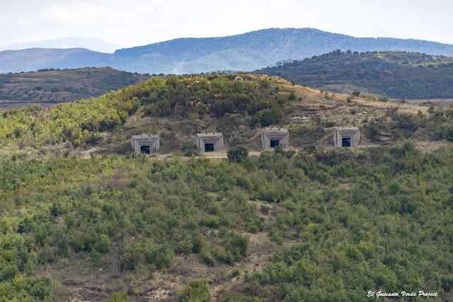 Bunkers en Apolonia de Iliria - Albania por El Guisante Verde Project