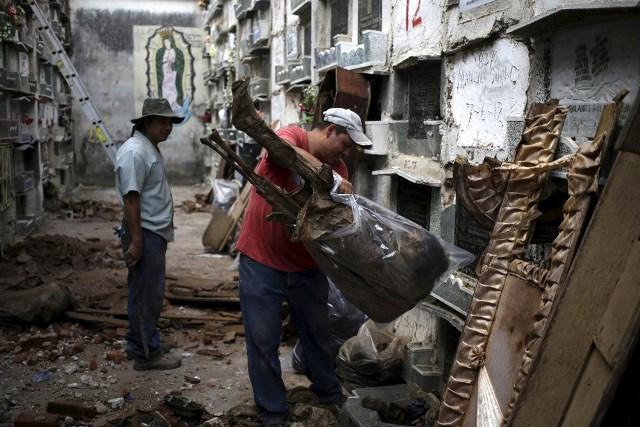 Limpiadores de tumbas de Guatemala