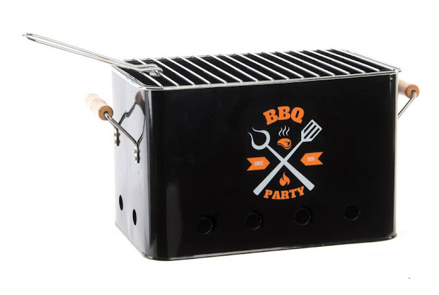https://www.dortehogar.com/es/accesorios-de-cocina/4339-dorte-hogar-deco-barbacoa-metal-con-asas-bbq-party-rectangular?search_query=BBQ&results=2