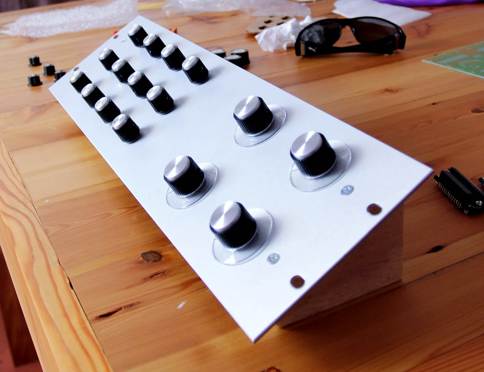 d i y pro audio how to build a midi controller diy virtual analog controller. Black Bedroom Furniture Sets. Home Design Ideas