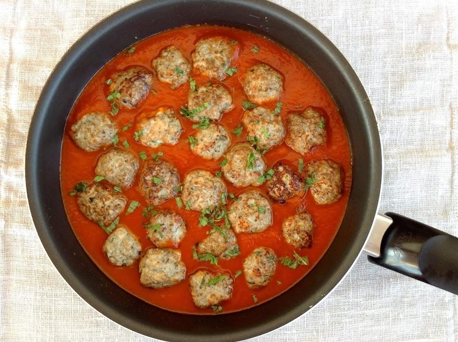 Albóndigas de berenjena y pavo con salsa de tomate