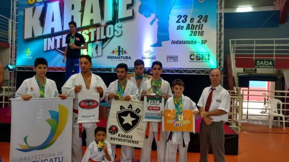 Representantes da equipe que disputou o Zonal Sul-Sudeste e798fdf6e7ef5