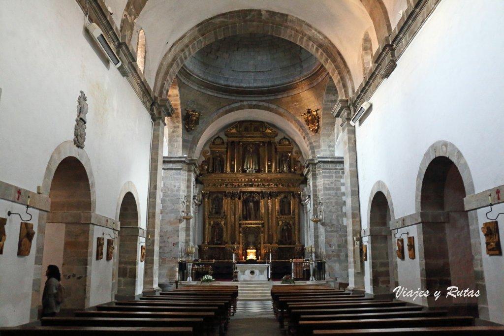 Interior de la Basílica de Santa María Magdalena de Cangas del Narcea