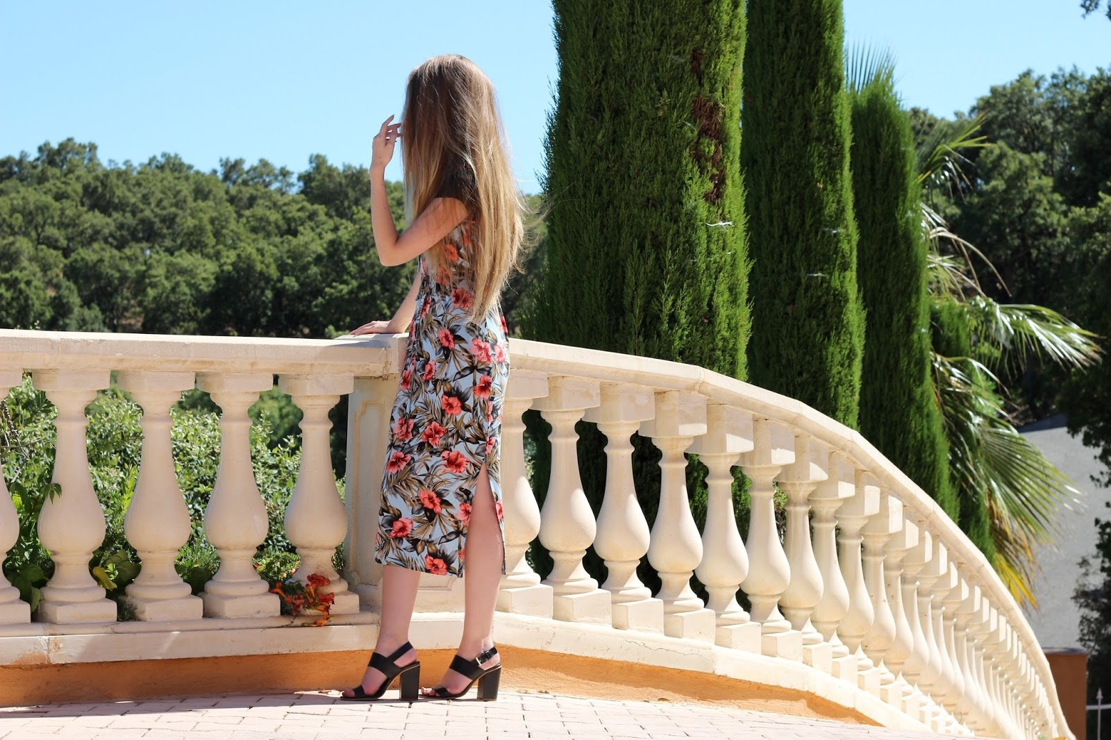 UK fashion blogger summer midi dress styling