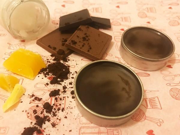 Kendin Yap : Çikolatalı Dudak Nemlendiricisi