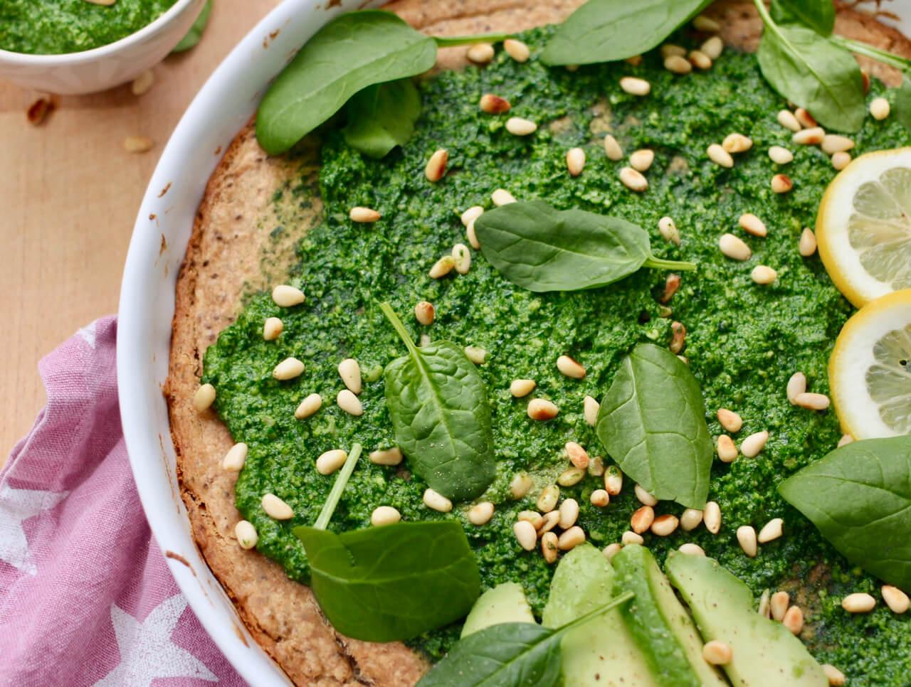 Vegane Buchweizen Tarte mit Spinat Pesto