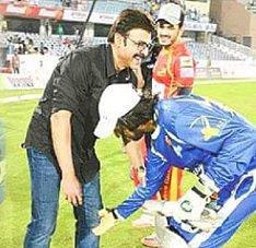 Pic Talk: Kannada Star Touched Venky Feet