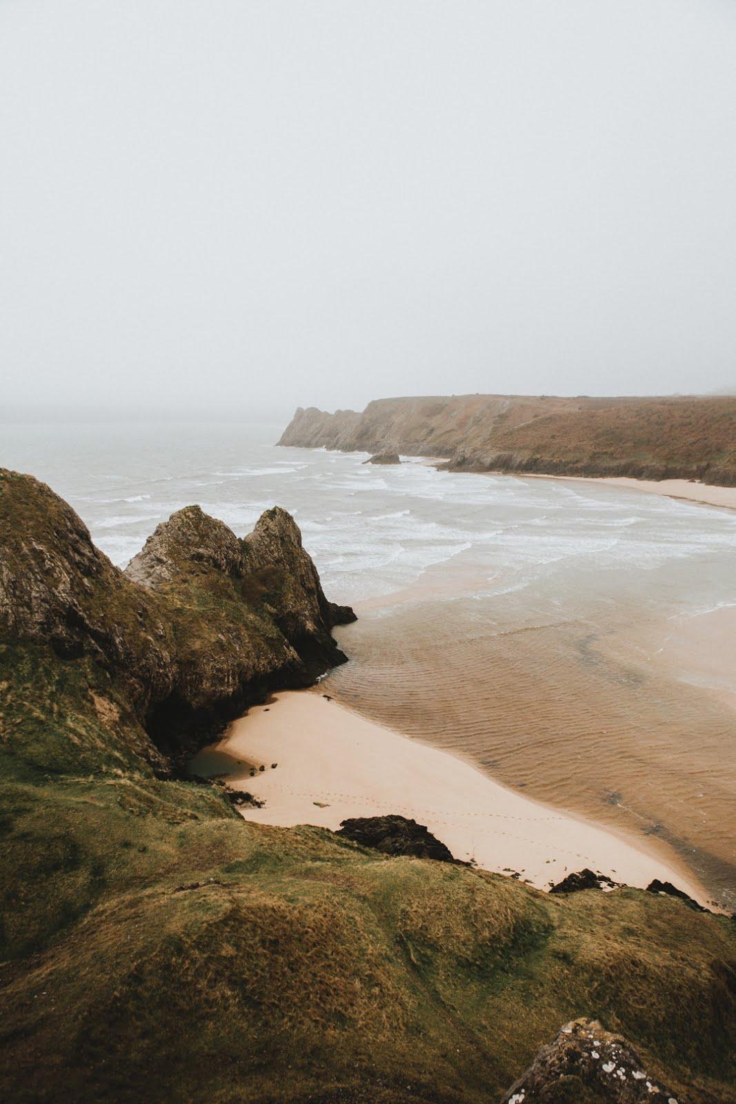 هضاب منبسكة علي شاطئ ساحر خلفيات ايفون 6s
