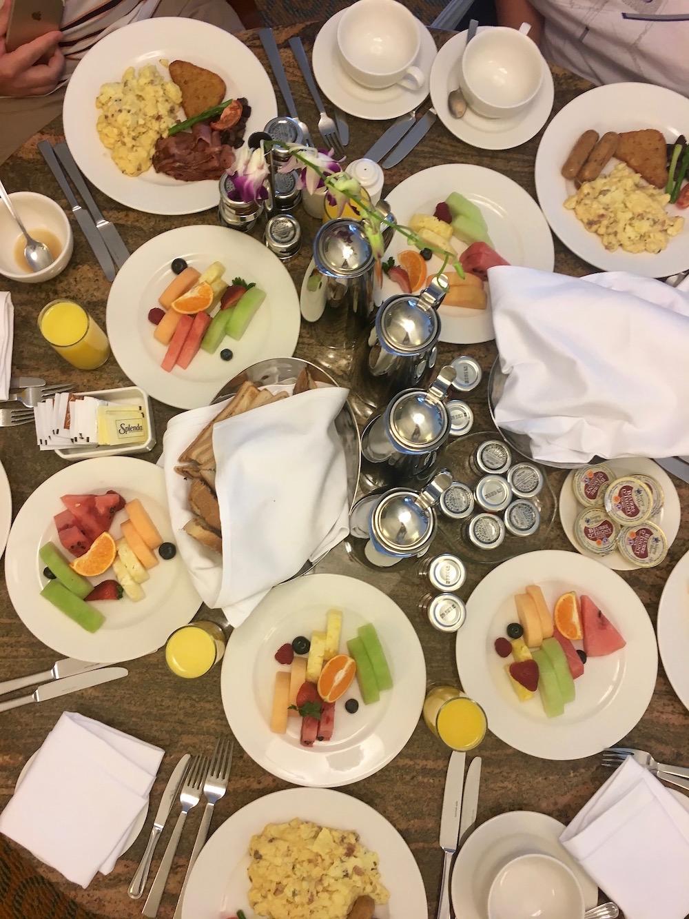 travel blogger breakfast dubai