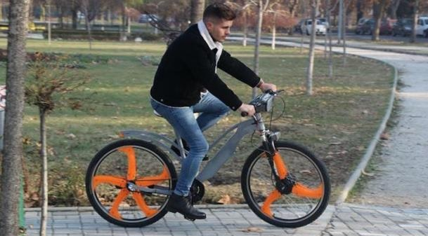 Macedonian students invented the electric bike that purifies the air