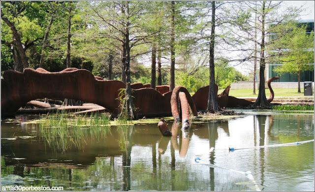 Escultura del Lago Leonhardt Lagoon en el Fair Park