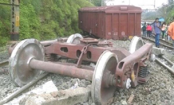 New Delhi, Train accident, Indian railways, Ranchi Rajdhani Express, Train Derailed, derailment, India news, Piyush goyal, Suresh P Prabhu, नई दिल्ली