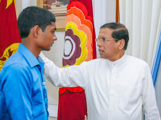 President meets teen who hacked his website