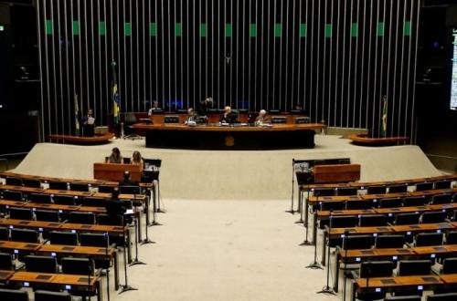 Greve esvazia Congresso e gera corrida de parlamentares ao aeroporto