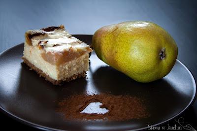 Sernik z gruszkami i białą czekoladą