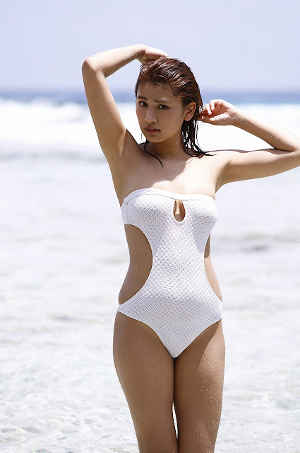 久松郁実 Hisamatsu Ikumi Sexy On Beach Images 17