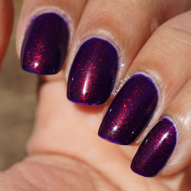 NailaDay: Broadway Dark Night with red-green shifting pigment