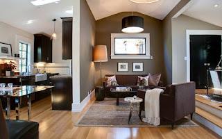 sala decorada con marrón