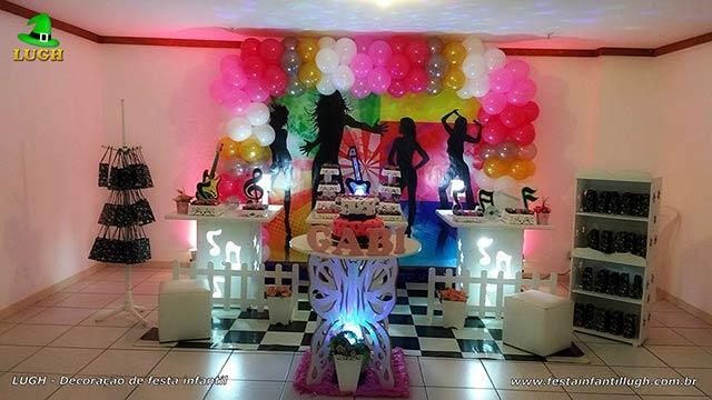 Decoração de aniversário feminino tema Discoteca - Decoração provençal simples com painel