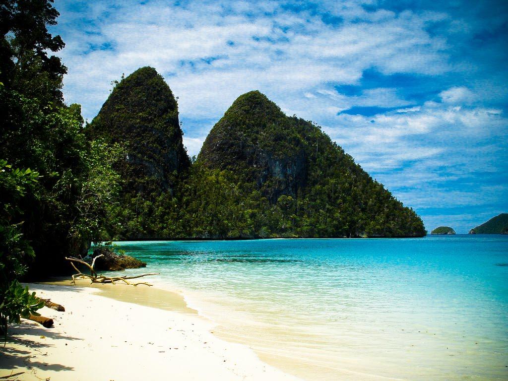 KUMPULAN FOTO FOTO: Foto-Foto Pemandangan Pantai Raja Ampat