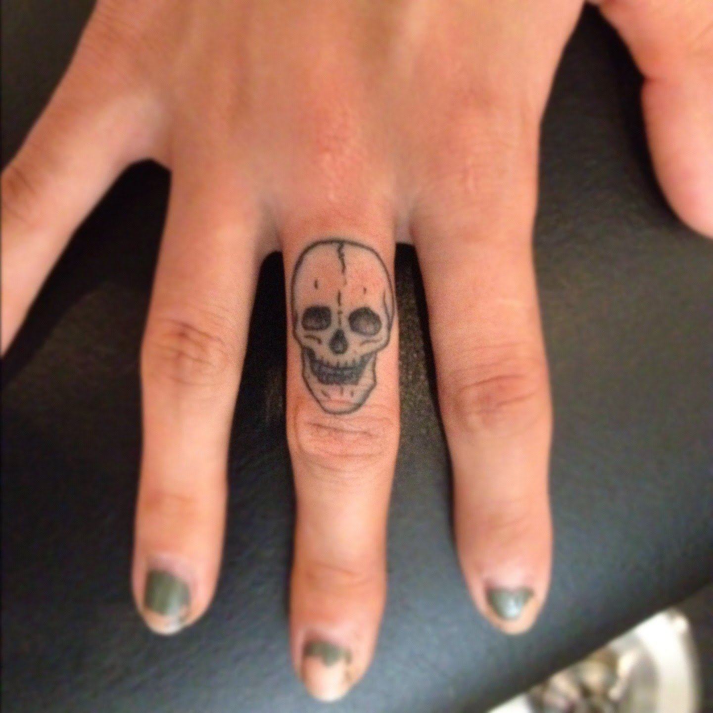 The tattoo world finger tattoos for Finger tattoo ideas