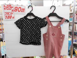 100円子供服90㎝黒のTシャツとオーバーオール