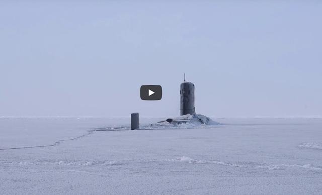 Υποβρύχιο αναδύεται μέσα από τον πάγο στον Αρκτικό Ωκεανό (Βίντεο)