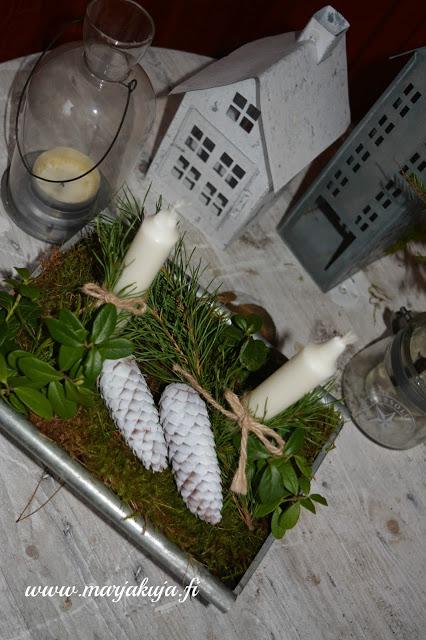 syksyinen asetelma luonnosta kynttila