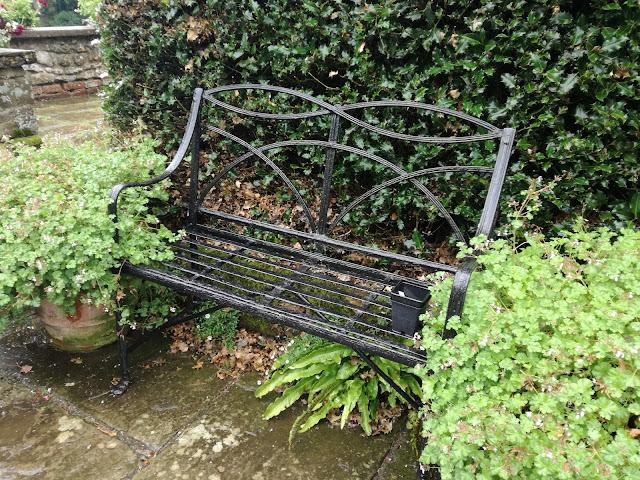 ławka w Coton Manor Garden