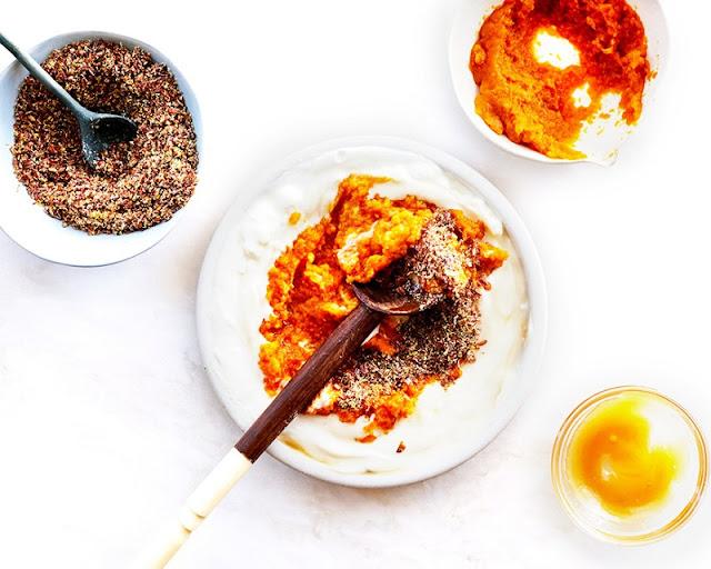 Cách trị mụn trứng cá siêu hay từ bí đỏ và sữa chua