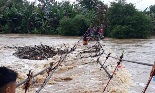 Tiga Jembatan Dihanyutkan Banjir, Pemkab Barru Janjikan Rp3 M