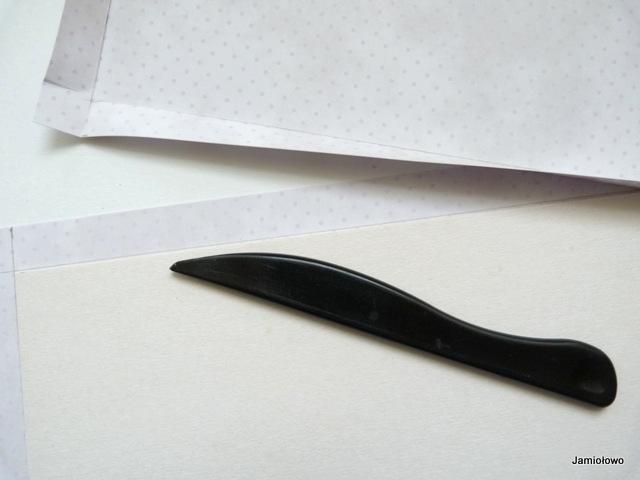 staranne zagięcie i bigowanie papieru na okładkę