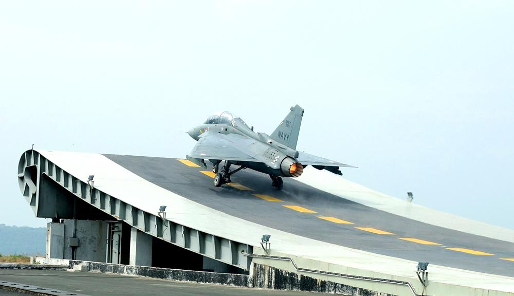 Індія приєдналася до клубу виробників палубних літаків