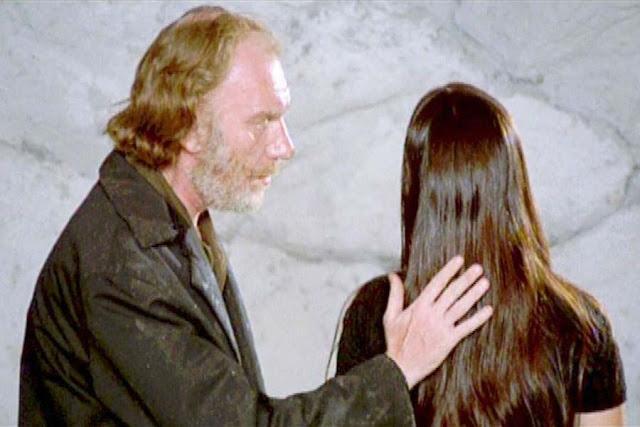 «Анна и волки», Режиссёр Карлос Саура