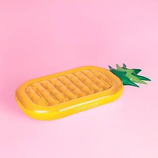 Ponton w kształcie ananasa