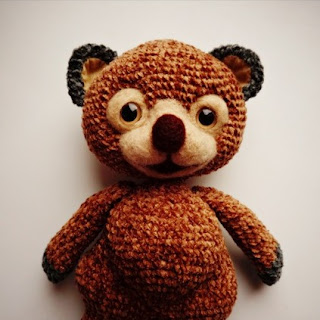 Вязаная игрушка медведь амигуруми