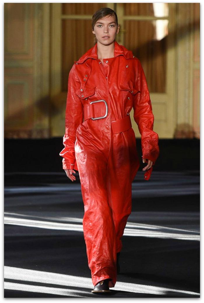 http://www.vogue.es/desfiles/otono-invierno-2016-2017-paris-fashion-week-acne-studios/12357/galeria/21138/image/1105593