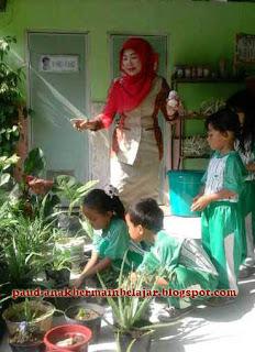 Pembelajaran menanam, merawat tanaman di PAUD