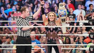 WWE - Naomi y Alexa Bliss se rindieron ante Natalya y Sasha Banks en SummerSlam. Ambrose / Rollins y The Usos nuevos campeones por pareja, mientras que Neville recuperó el crucero