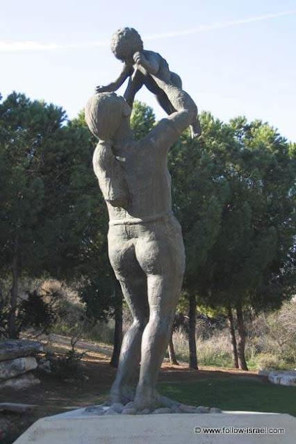 משואה לתקומה – גן הפסלים שבנה האמן ניקי אימבר בכרמיאל