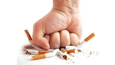 زوجة تطلب الخلع: «بيهرب من العلاقة الحميمية» بالتدخين!