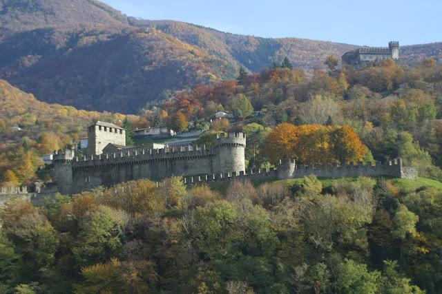 azzurrina, fantasma, lenda, itália, castelo di montebello, assombração, azul, menina