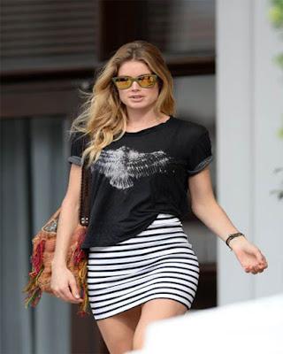 minifalda con lineas horizontales negras