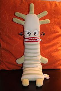 Herr Ningel hat eine Brille auf