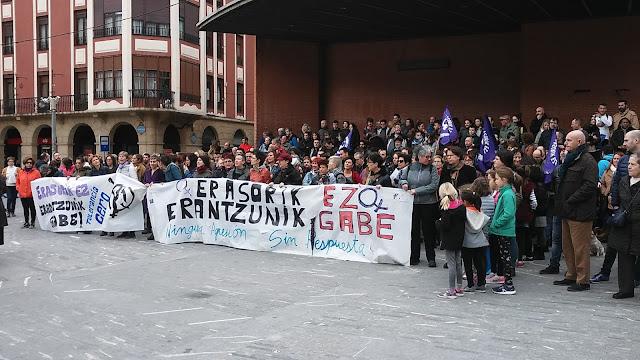 Concentración en Herriko Plaza contra la violencia machista