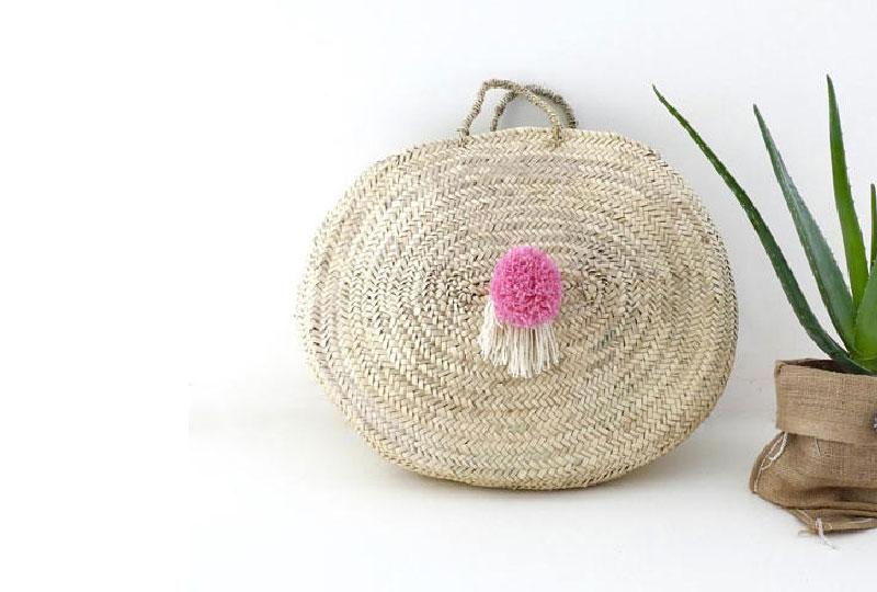 borsa di paglia rotonda con pom pom