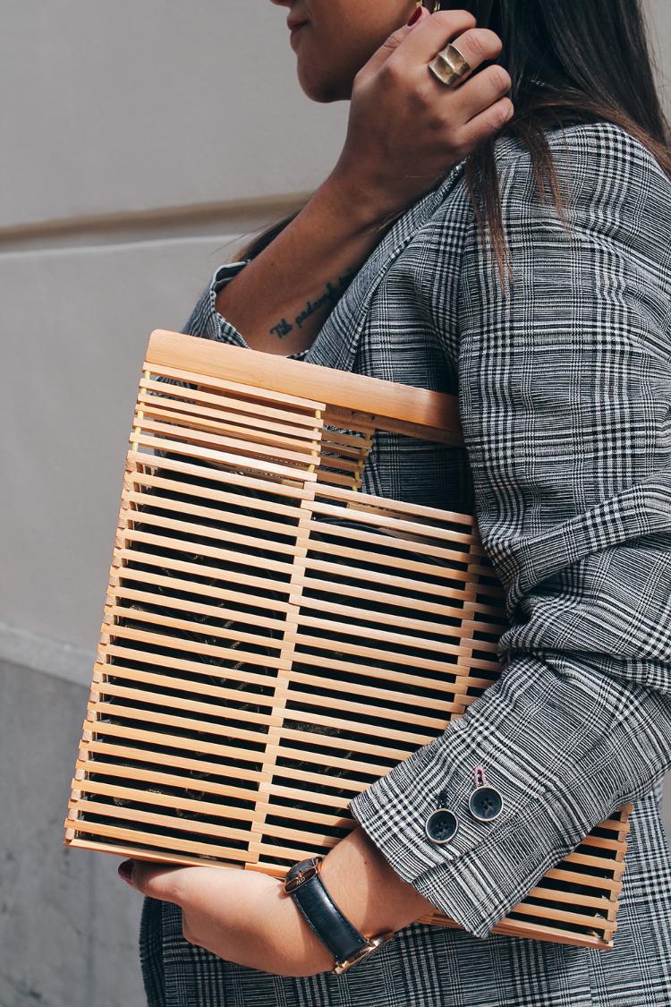 Bolso de madera cuadrado look moda otoño