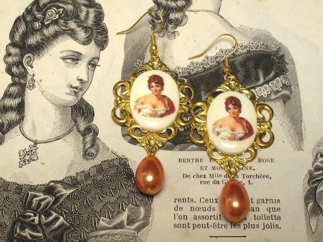 Barokke oorbellen met vintage cabochons