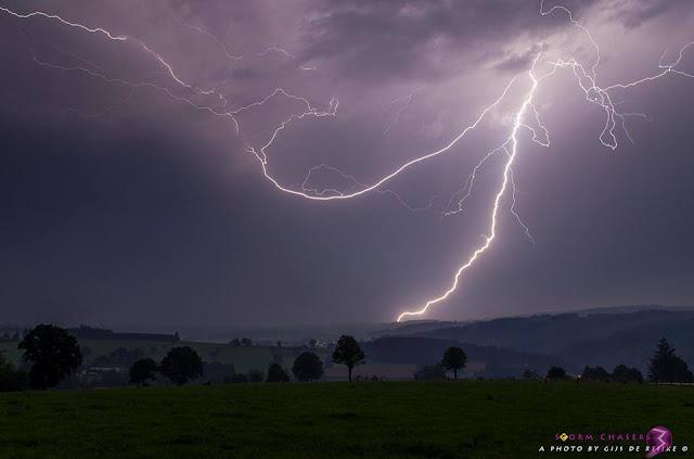 CG lightning just N of Vielsalm, thunderstorm Belgium